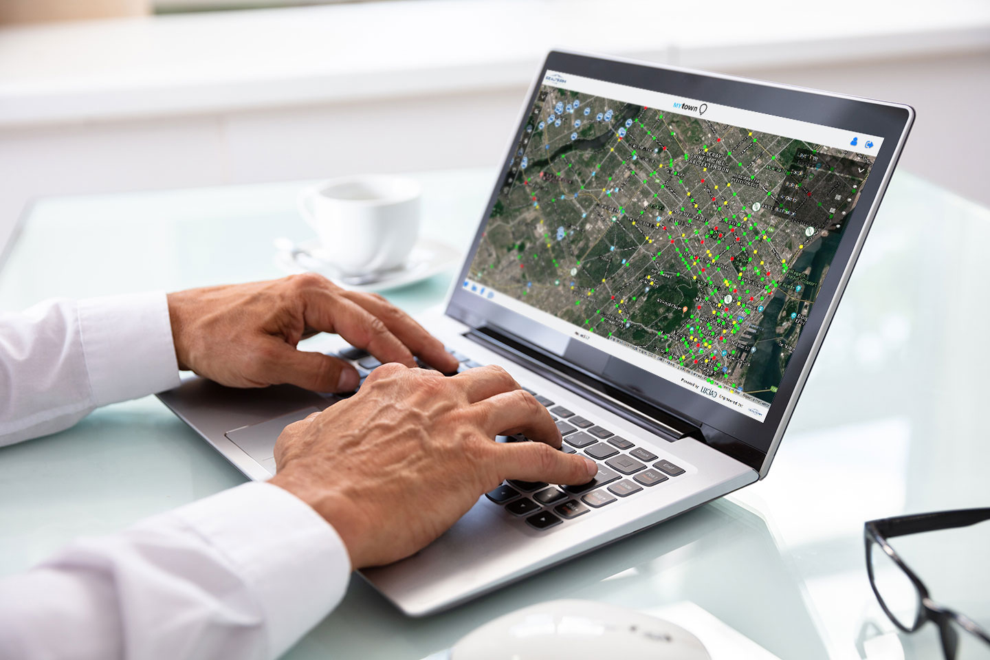 Man using Smart Maps for smart city on laptop